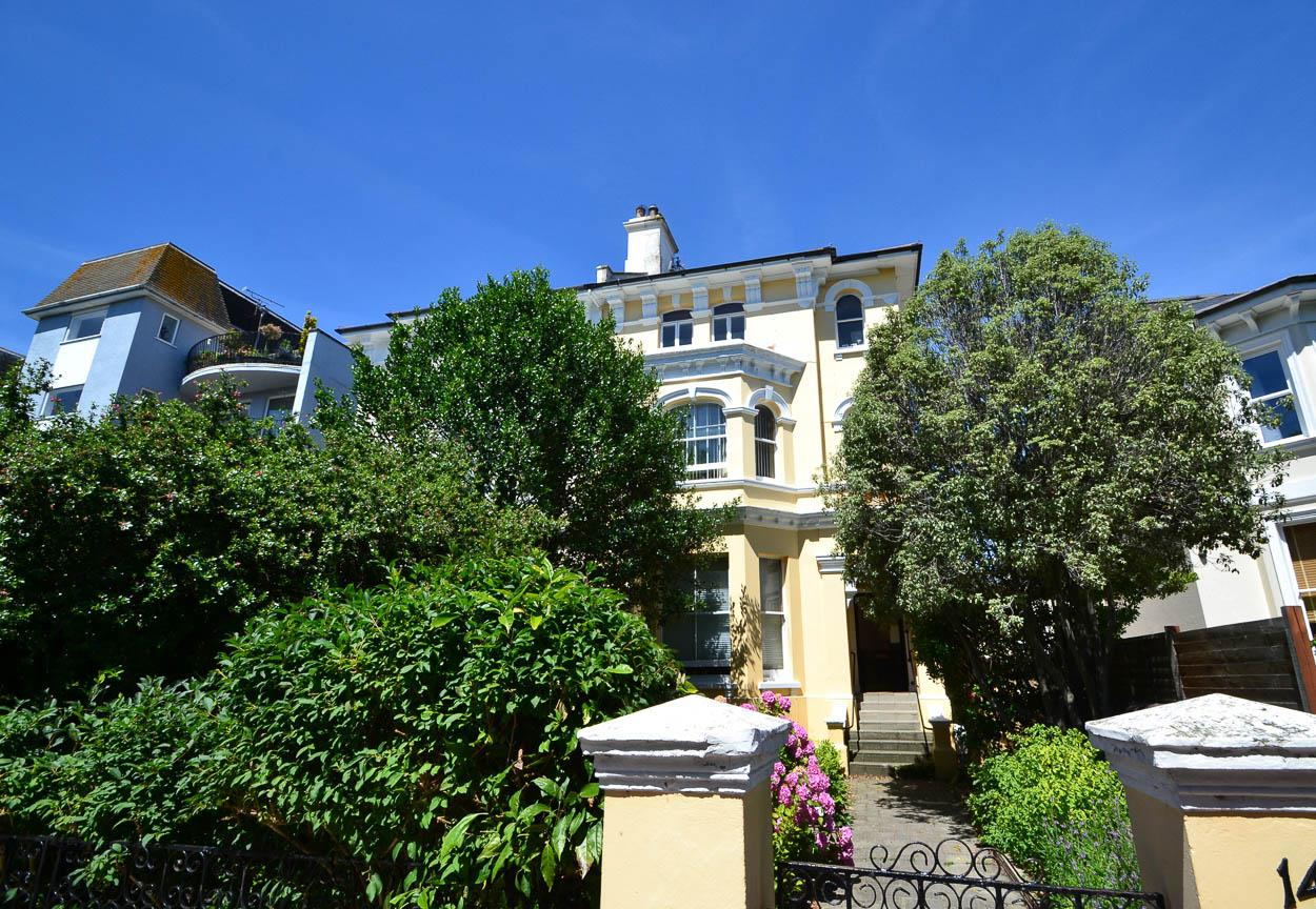 2 Bedrooms Flat for sale in Trinity Trees, Eastbourne